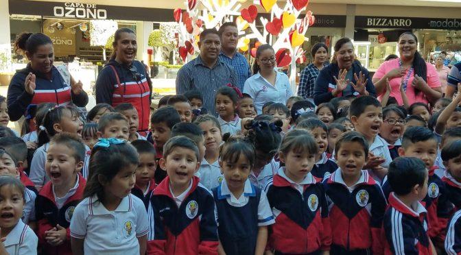 Cine a 140 niños de Uruapan, entraron a la imaginación con Espías a Escondidas por parte de Paco Cedillo