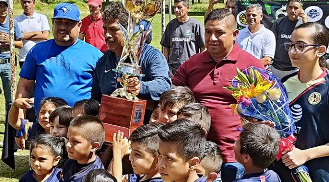 Que niños y jóvenes fomenten el deporte, que no consuman bebidas ni drogas: Paco Cedillo