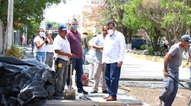 Alcalde supervisa obras de pavimentación